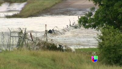 Aumentan a tres las víctimas por inundaciones en Texas