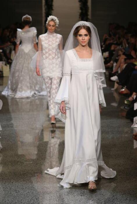 Pero, ¿qué sería de una 'Bridal Collection' sin los vestidos de novia? I...
