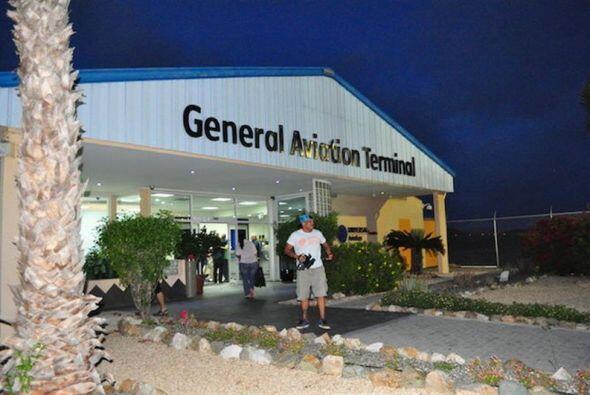 Vista del aeropuerto en Oranjestad, Aruba, durante la salida de Carvajal...