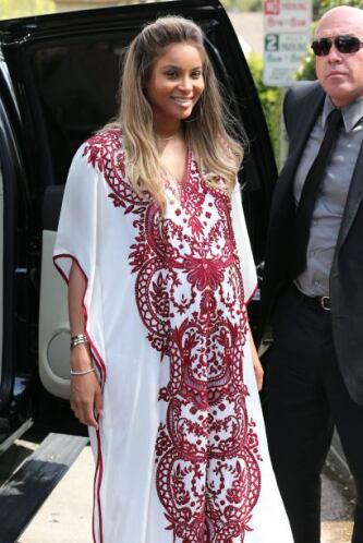 Y aquí está la chica de la fiesta: la cantante Ciara.  Aquí los videos m...