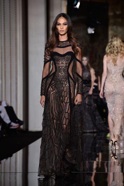 La marca italiana dirigida por Donatella Versace cada vez se arriesga má...