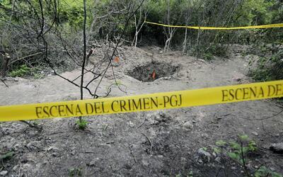 Hallan 34 cuerpos abandonados en una fosa clandestina en México