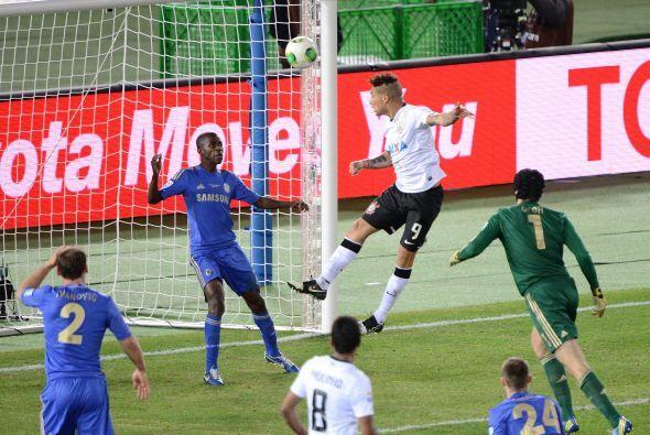 Esta es la imágen del gol de Corinthians, luego de una serie de rebotes...