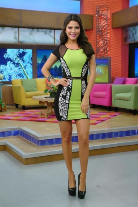 Febrero 5, 2014: Un sexy vestido entallado en un tono muy alegre.