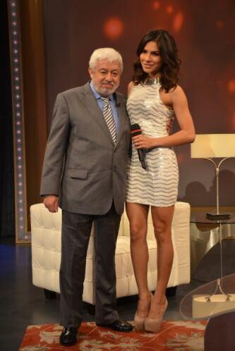 Alejandra Espinoza junto a Jaime Maussan, quien siempre sorprende con su...