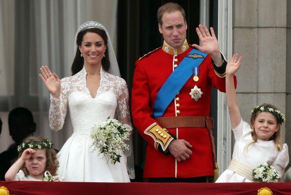El príncipe William lució el traje oficial de los Guardias...