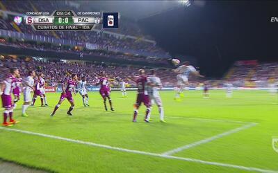 Anderson Leite le 'roba' el primer gol a Stefan Medina
