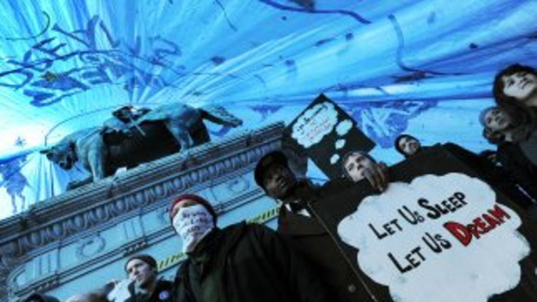 Miembros del movimiento 'Ocupemos DC' desafían a las autoridades al mant...
