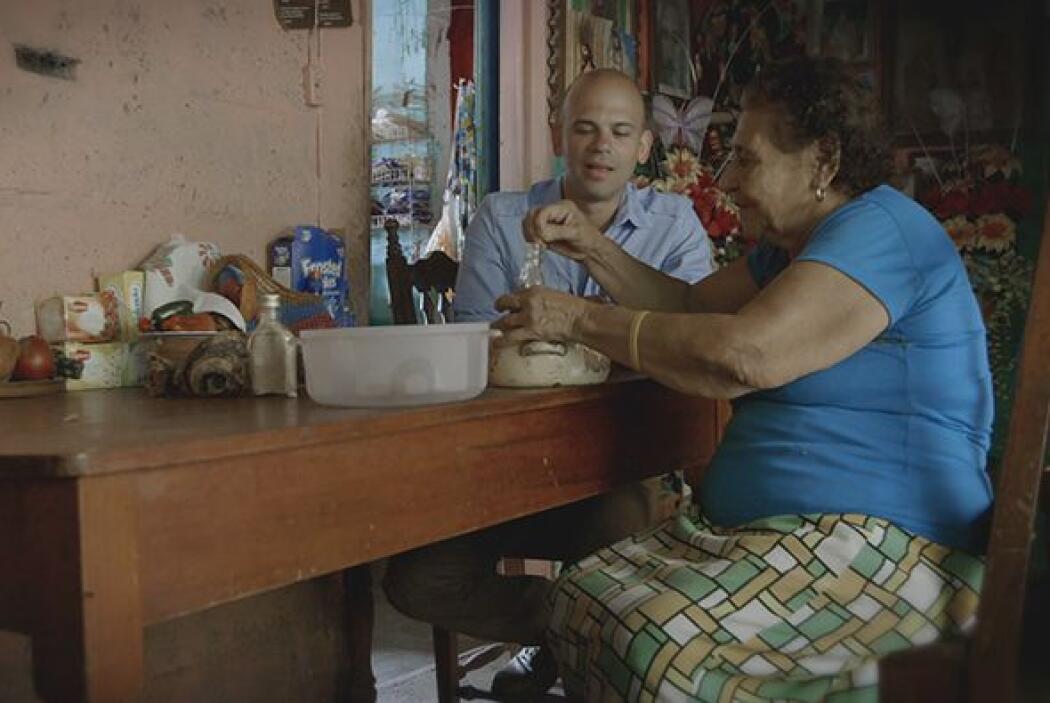 Rosa, cuya familia lleva más de seis décadas trabajando en estos meneste...