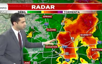 Continúa advertencia de tiempo severo en Houston y áreas a...
