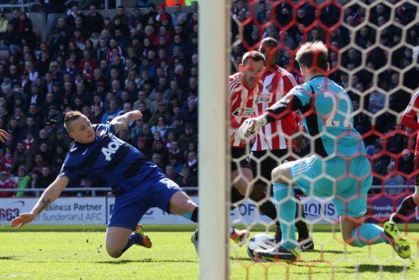 Sí hubo más sustos en el arco del Sunderland, pero no m&aa...