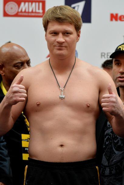 Alexander Povetkin, el invicto retador, pesó 225.7 libras.