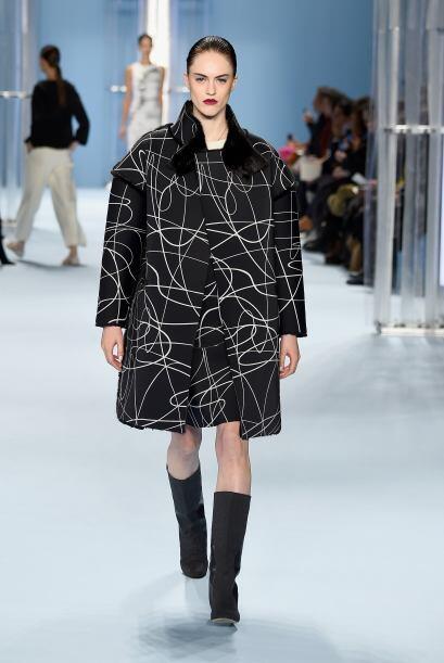 Los maxi abrigos fueron otra de las propuestas de Carolina Herrera para...