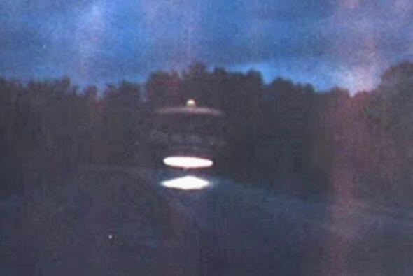 En Gul Breeze, Florida se fotografió esta extraña nave que resplandecía...