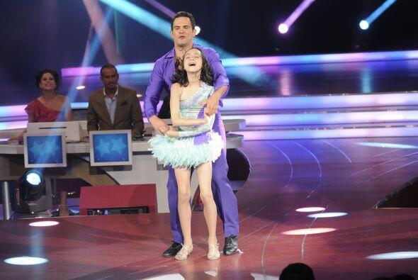 Juntos bailaron una salsa y pusieron a bailar a todo el público y...