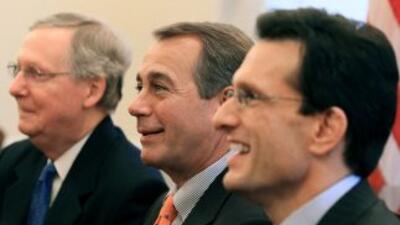 Los líderes republicanos: Mitch McConnell (Kentucky), líder de laminor...