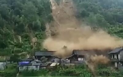 Más de 500 casas y varios edificios quedaron destruidos por un deslave