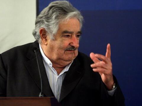 El presidente de Uruguay, José Mujica, está envuelto en un...