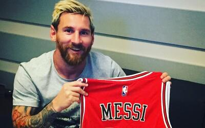 Messi con la 10 de Chicago Bulls