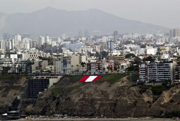 En Arica, puerto ubicado en la frontera septentrional de Chile, decenas...
