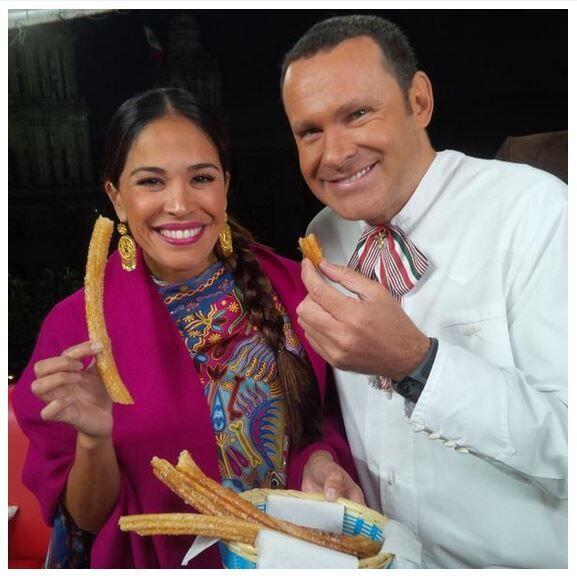 Karla Martínez y Alan Tacher estuvieron muy en personaje, vistien...