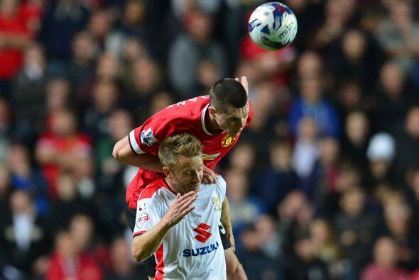 Manchester United buscó reaccionar en el partido, pero los intentos al f...