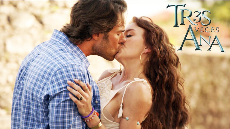 Santiago le robó un candente beso a Ana Lucía