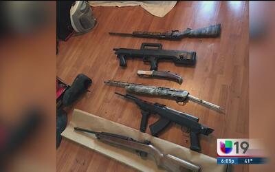 Descubren arsenal de armas en casa de un pandillero