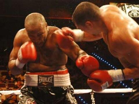Noche de boxeo en Hollywood, Florida. En pelea del peso pesado Carl Davi...