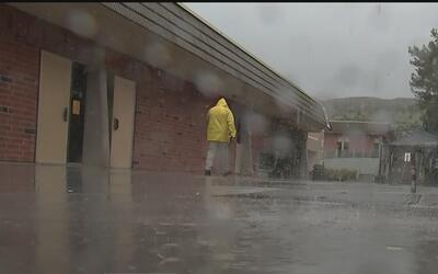 Las tormentas azotan sin clemencia al sur de California