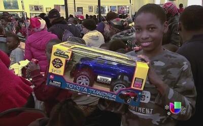 Desamparados recibieron regalos en Nueva York