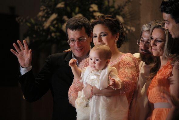 Esta hermosa familia tendrá un nuevo integrante.  Aquí los videos más ch...