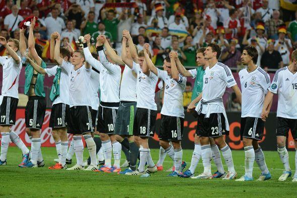 El conjunto alemán agradeció el apoyo en el estadio tras ganarle a Holanda.