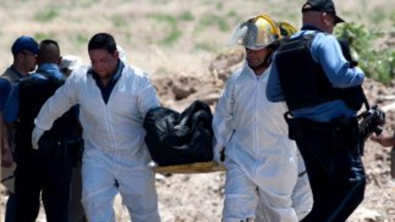 Entre los restos se encuentran los de varias mujeres y cuatro niños, al...