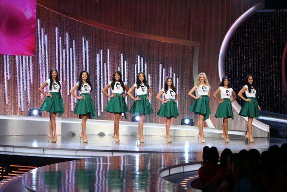 Las ocho chicas de Julián se vistieron de verde.