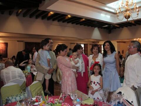 Fiesta del bautizo de la hija de Angélica Vale estuvo rodeada de...