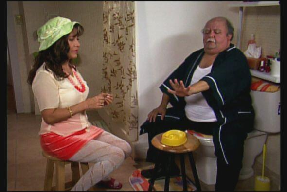 María cuida de su abuelito, tanto que a veces siente que no tiene privac...