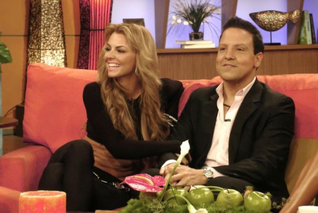 Mientras tanto, Raúl estaba muy consentido por la guapa actriz venezolana.