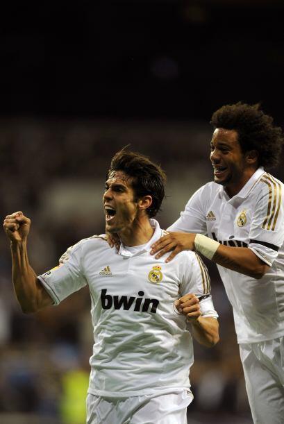 El brasileño Kaká puso el segundo tanto al 11'.