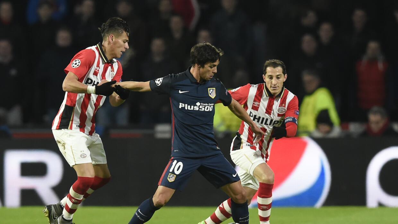 PSV, con 10 hombres, aguantó al Atlético