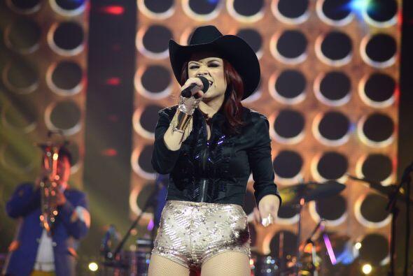 Ana Cristina dio la sorpresa al cantar un tema regional mexicano.