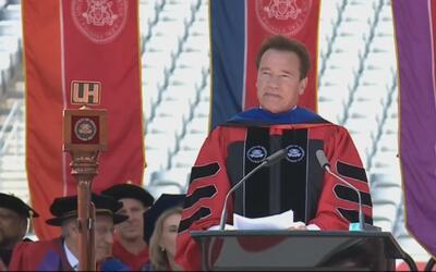Arnold Schwarzenegger destaca el aporte de los inmigrantes en un discurs...