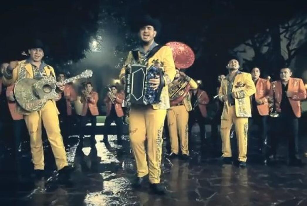 Calibre 50 y Banda Carnaval interpretan el tema 'Gente Batallosa', el cu...
