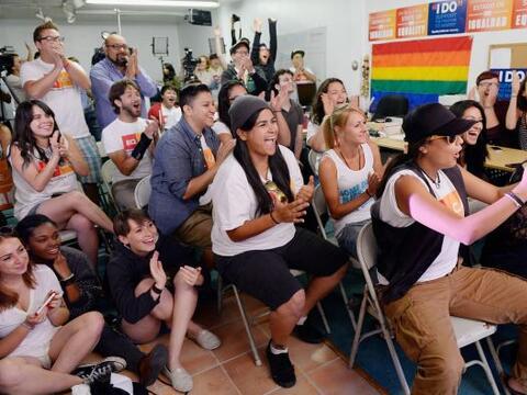 Activistas en pro de la unión gay y el presidente Barack Obama, celebrar...