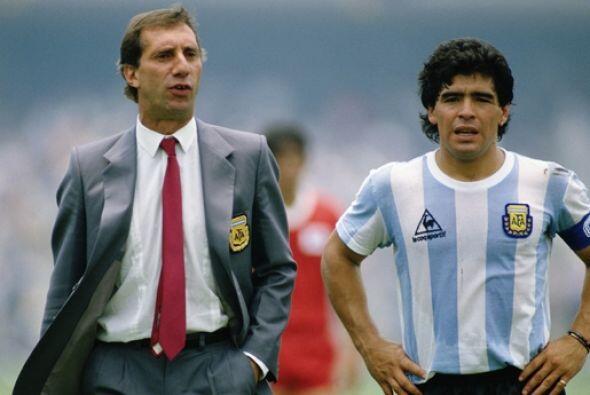 Carlos Bilardo, seleccionador de Argentina en 1986 y 1990, llevaba una e...