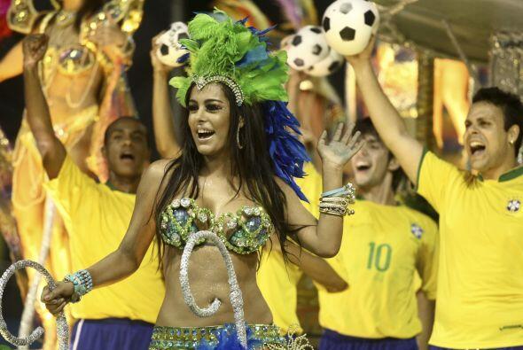 Entre el carnaval de Sao Paulo y el de Río de Janeiro se esperan que más...
