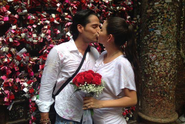 Ana y Luis dejaron su candado como símbolo de que su amor perdurará por...