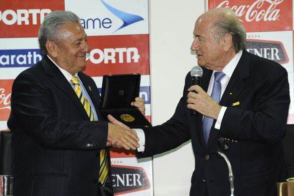 Blatter tomó el micrófono y dijo: ´ es un día...