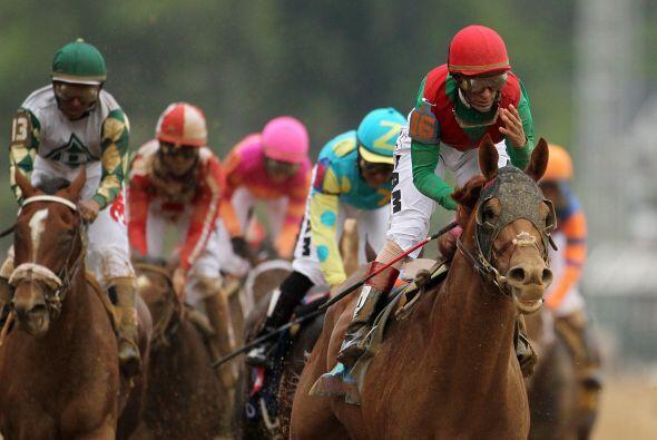 Era la primera vez que Velásquez montaba al ganador, después que su mont...