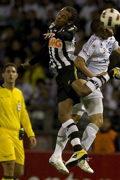 El conjunto brasileño se llevó el triunfo al ganar 1-0 y sueña con los c...